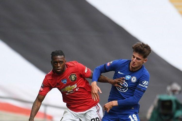 Aaron Wan-Bissaka dan Mason Mount dalam laga semifinal Piala FA 2019-2020, Manchester United vs Chelsea di Wembley.
