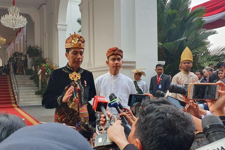 Presiden Joko Widodo mengenakan pakaian adat Klungkung asal Bali saat menghadiri upacara detik-detik proklamasi kemerdekaan RI ke-74, di Istana Merdeka, Jakarta, Sabtu (17/8/2019).
