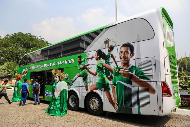 Suasana bus tingkat pariwisata yang disumbangkan PT Nestle Indonesia kepada PT Transportasi Jakarta di Balai Kota DKI Jakarta Rabu (11/10/2017). Bus tingkat ini merupakan bus ke-25 yang disumbangkan pihak swasta untuk wisata kota atau city tour di Ibu Kota Jakarta.