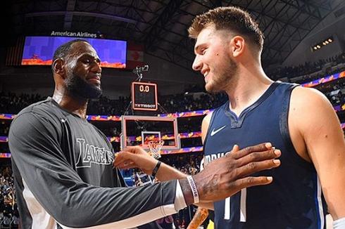 LeBron James Bawa LA Lakers Kalahkan Dallas Mavericks