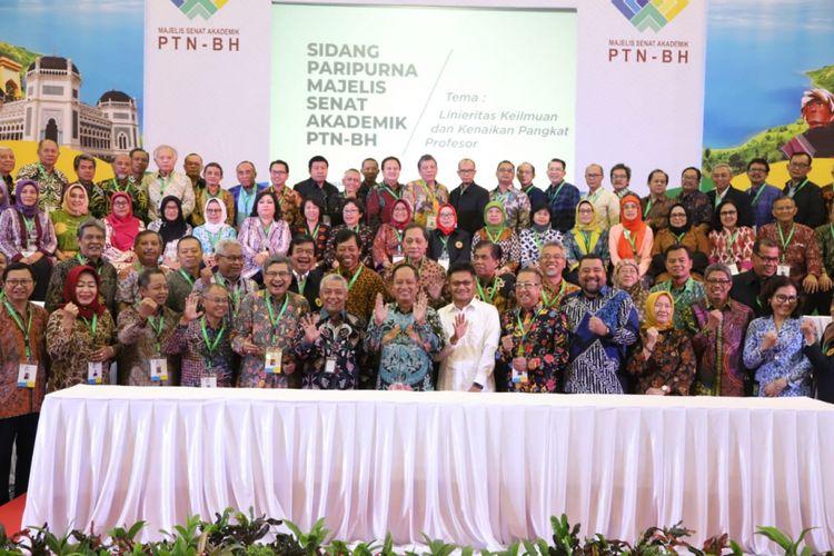 Menristekdikti saat membuka Sidang Paripurna Majelis Senat Akademik Perguruan Tinggi Negeri Badan Hukum (MSA PTNBH) pada Senin (18/2/2019) di Gelanggang Mahasiswa Universitas Sumatera Utara (USU), Medan.