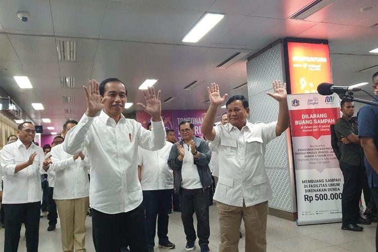 Presiden Joko Widodo bertemu dengan calon presiden, Prabowo Subianto di Stasiun MRT Jakarta, Sabtu (13/7/2019).