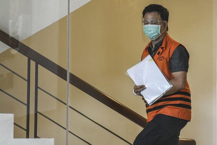 Tersangka Direktur PT Multicon Indrajaya Terminal (MIT) Hiendra Soenjoto bersiap menjalani pemeriksaan di Gedung Komisi Pemberantasan Korupsi (KPK), Jakarta, Rabu (16/12/2020). KPK memeriksa Hiendra Soenjoto terkait kasus dugaan suap pengurusan perkara Mahkamah Agung tahun 2011-2016. ANTARA FOTO/M Risyal Hidayat/foc.