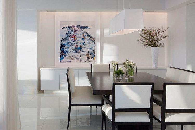 Paduan warna netral hitam dan putih dalam ruang makan minimalis
