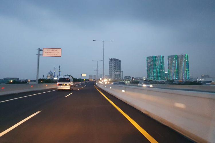Kondisi Jalan Tol Layang Jakarta-Cikampek pada Kamis (15/12/2019) jelang malam hari.