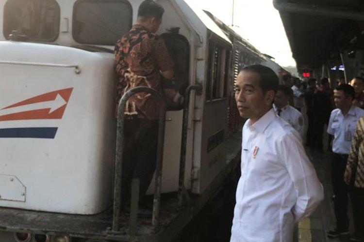 Presiden Joko Widodo, Jumat (31/5/2019) meninjau arus mudik Lebaran di Stasiun Senen Jakarta.