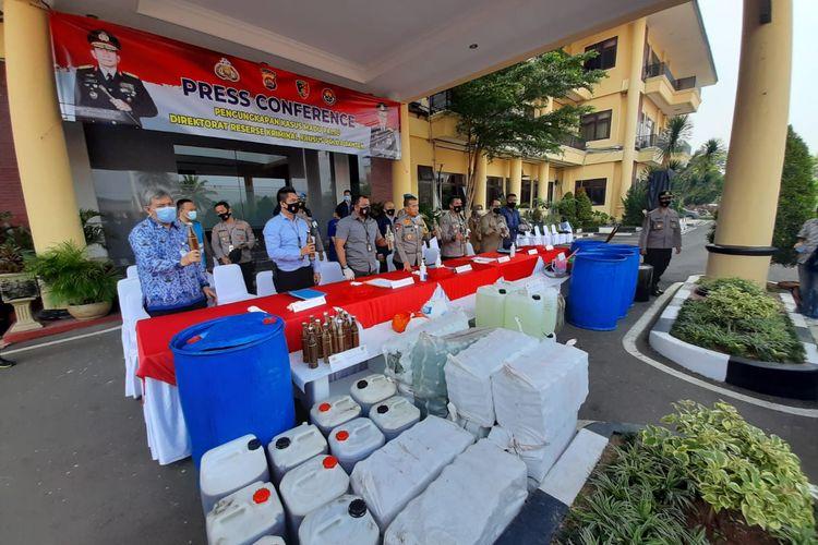 Polda Banten bongkar produksi madu khas Banten palsu