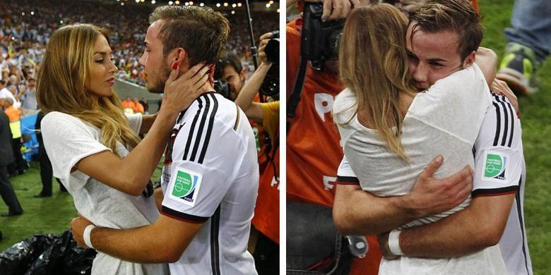 Model lingerie, Ann-Kathrin Brommel, memberikan ucapan selamat kepada kekasihnya, Mario Gotze, usai laga final Piala Dunia 2014 di Stadion Maracana, Rio de Janeiro, Brasil, Minggu (13/7/2014). Goetze mencetak gol Jerman yang menang 1-0 atas Argentina.