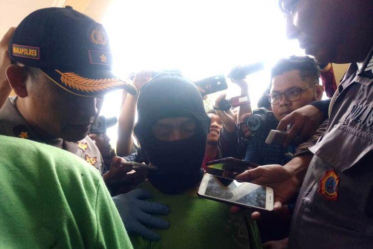SF (57), pria paruh baya asal Naringgul, Kabupaten Cianjur, Jawa Barat mengaku membawa kabur gadis di bawah umur dan sempat mencabulinya belasan kali.(KOMPAS.COM/FIRMAN TAUFIQURRAHMAN)