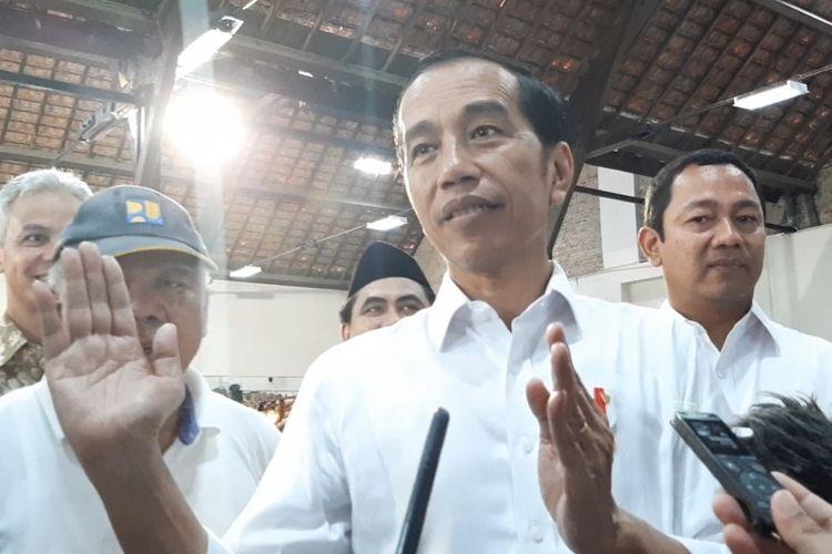 Presiden Jokowi saat berkeliling di Kawasan Kota Lama Semarang, Senin (30/12/2019)