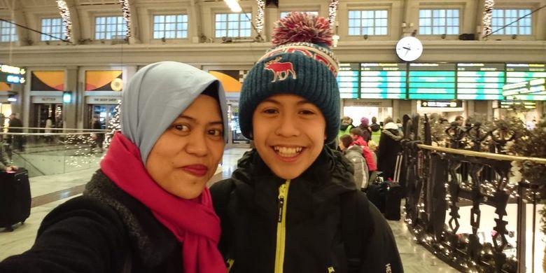 WNI di Norwegia Savitry Khairunnisa bersama anaknya, Fatih