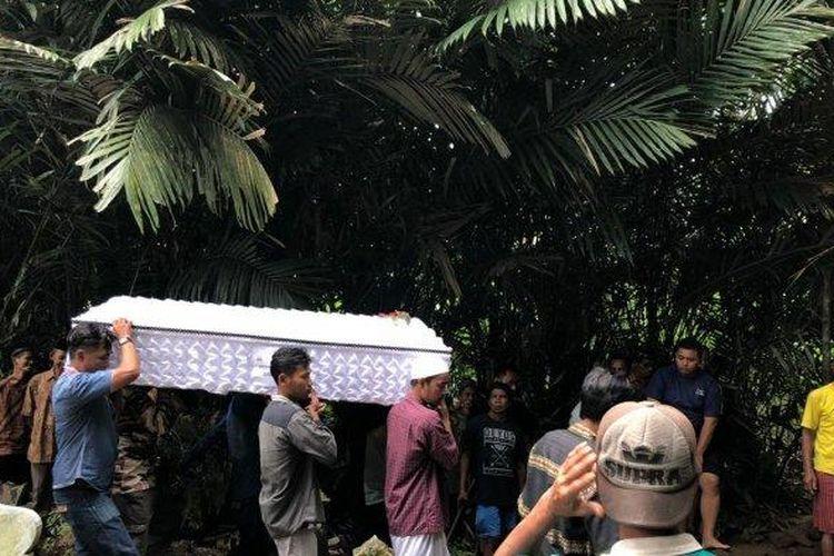 Suraji Ayah Yasinta Bunga saat pemakaman jenazah Minggu (23/2/2020). (Tribunjogja.com/Irvan)