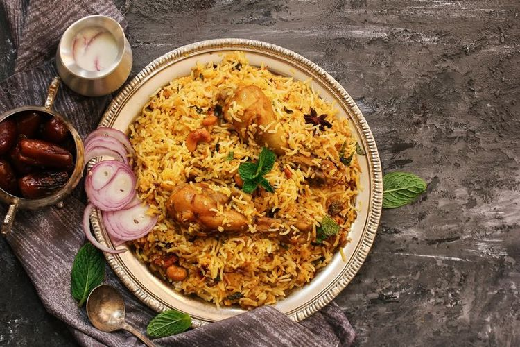 Ilustrasi Machboos, hidangan tradisional negara Teluk yang terdiri dari nasi dan daging.