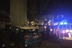 Mini Cooper Hilang Kendali Tabrak Tiang MRT, Pengendara Tak Sadarkan Diri