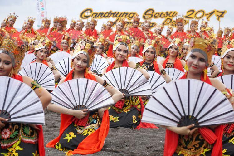 Sebanyak 1.286 penari ikut mengambil peran di Festival Gandrung Sewu 2017
