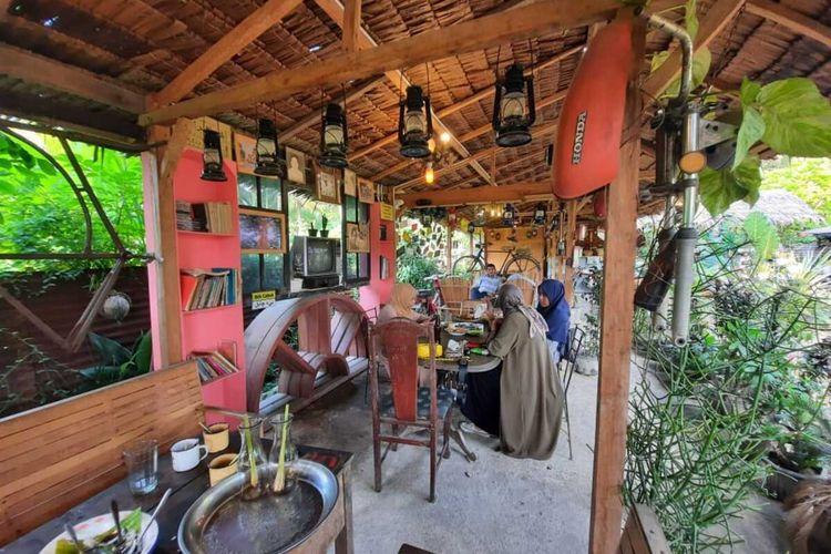 Kafe Jameun Kupi di di Desa Cot Bada Baroh, Kecamatan Peusangan, Kabupaten Bireuen, Sabtu (17/4/2021).