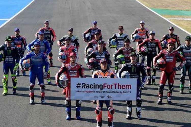 Foto bersama formasi pebalap MotoGP 2020 di Sirkuit Jerez, Spanyol.