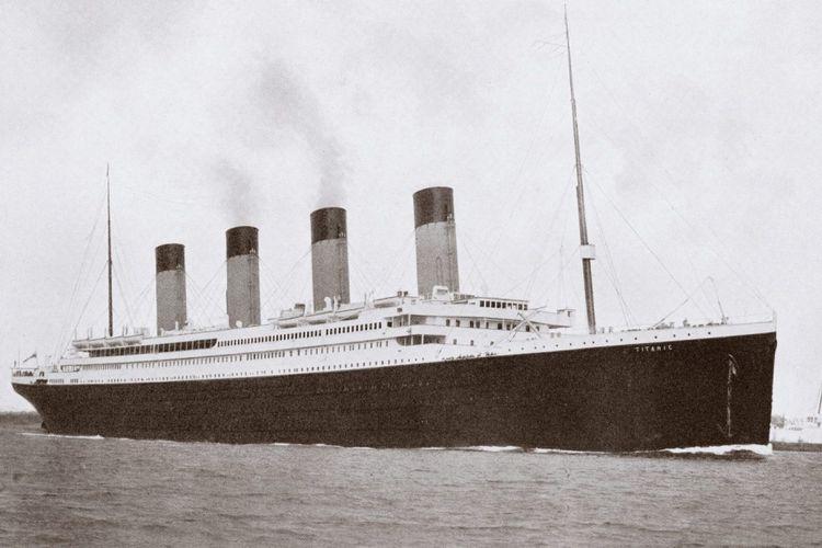 Kapal Ttitanic tenggelam 1912 di Samudera Atlantik.