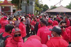 2 Kelompok Massa dari FPI dan PDI-P Gelar Unjuk Rasa di Alun-alun Purwokerto