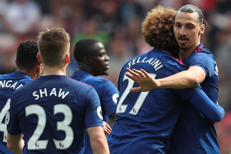 Penyerang Manchester United, Zlatan Ibrahimovic (paling kanan), merayakan golnya pada pertandingan Premier League kontra Sunderland di Stadium of Light, 9 April 2017.