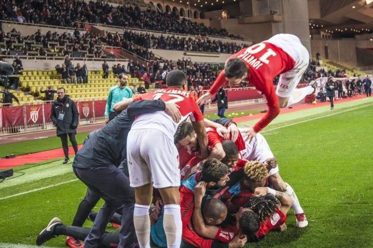 Para pemain AS Monaco berselebrasi usai mencetak gol