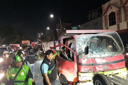 Truk Tabrak Bus Kopaja Transjakarta, Jalan Basuki Rachmat Macet Parah