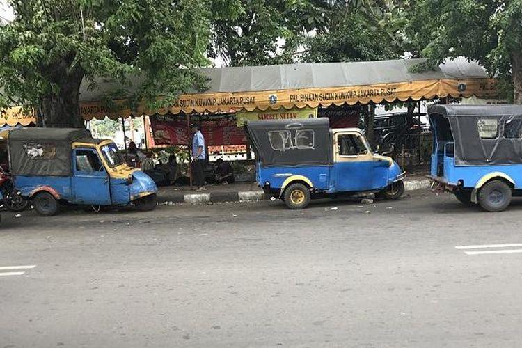 Bemo yang masih beroperasi di Jakarta.