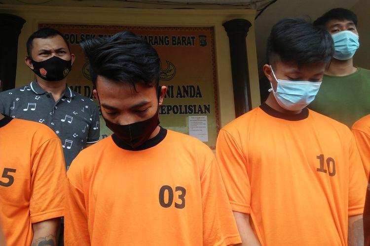 SUN (masker hitam) pelaku pencurian sepeda motor yang beroperasi di Perumahan Bukit Kemiling Permai, Kecamatan Kemiling.