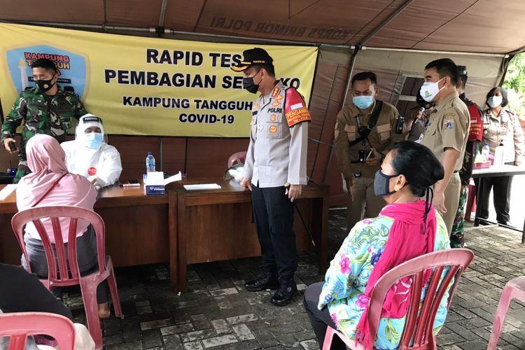 Kapolres Metro Jakarta Selatan, Kombes Pol Budi Sartono saat mengunjungi Kampung Tangguh di Asrama Brimob Pejaten Barat, Pasar Minggu, Selasa (8/12/2020) siang.