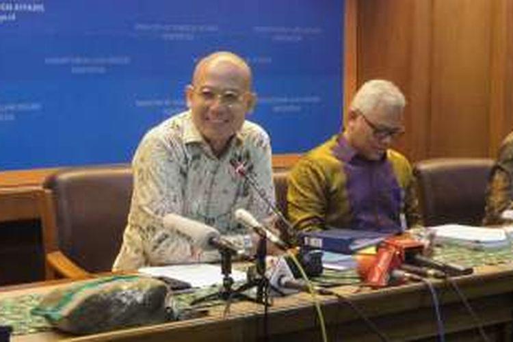 Juru bicara Kementerian Luar Negeri RI Arrmanatha Nasir saat memberikan keterangan di kantor Kemenlu, Jakarta Pusat, Kamis (25/8/2016).