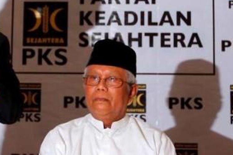 Hilmi Aminuddin saat masih menjabat sebagai Ketua Majelis Syuro PKS dalam konferensi pers di Kantor DPP PKS, Jalan TB Simatupang, Jakarta Selatan, Jumat (1/2/2013).