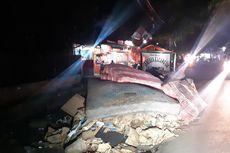 Sampah akibat Banjir Masih Menumpuk di Jalan Duri Kosambi