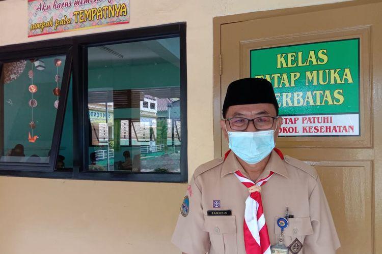 Kepala Sekolah SDN Pondok Kelapa 05 Pagi, Samukin, Spd, MM di sela-sela uji coba kegiatan belajar tatap muka di Jakarta, Rabu (7/4/2021).
