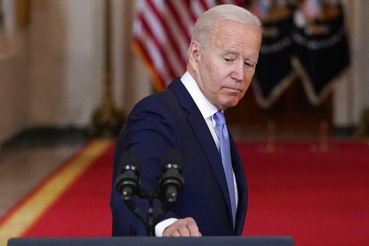 Presiden Joe Biden berbalik meninggalkan podium setelah berbicara tentang berakhirnya perang di Afghanistan dari Ruang Makan Negara Gedung Putih, Selasa, 31 Agustus 2021, di Washington.