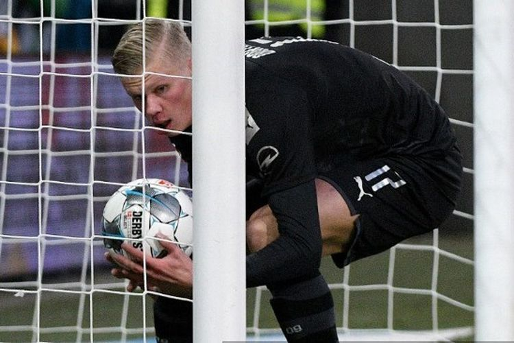 Pemain Borussia Dortmund, Erling Braut Haaland mencetak trigol atau hat-trick dalam debutnya di Bundesliga kontra Augsburg, Sabtu (18/1/2020).