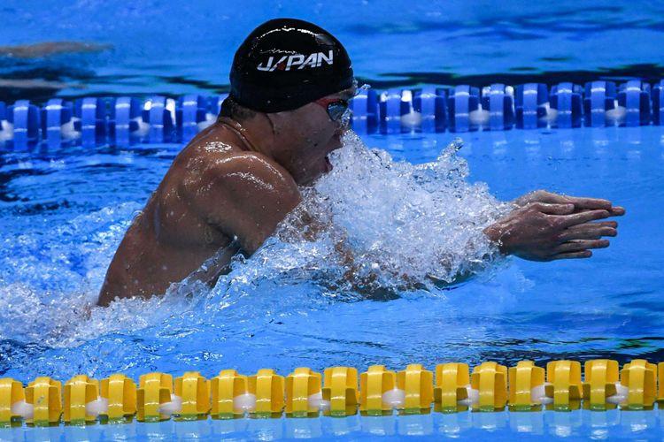 Perenang Jepang Yasuhiro Koseki memacu kecepatan saat bertanding di babak final 200 meter Gaya Dada Putra Asian Games ke-18 Tahun 2018 di Aquatic Centre GBK, Senayan, Jakarta Pusat, Selasa (21/8/2018). Yasuhiro Koseki berhasil meraih medali emas dengan catatan waktu 2 menit dan 07.81 detik.