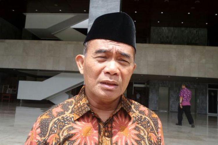 Menteri Pendidikan dan Kebudayaan Muhadjir Effendy di Kompleks Parlemen, Senayan, Jakarta, Rabu (14/12/2016)