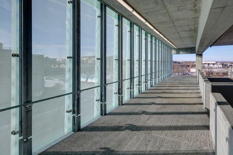 Upaya pembangunan gedung parkir ini merupakan bagian revitalisasi kota
