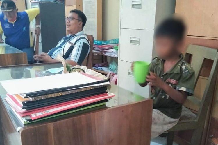MN, bocah berusia 7 tahun disekap dan dirantai kakinya oleh orang tua kandung diamankan oleh jajaran Unit Perlindungan Perempuan dan Anak (PPA) Polres Purbalingga, Sabtu (13/3/2021).