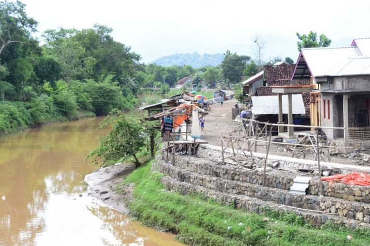 Normalisasi dan pelebaran Sungai Padolo dan Melayu di Kota Bima dan Kabupaten Bima, Provinsi Nusa Tenggara Barat.