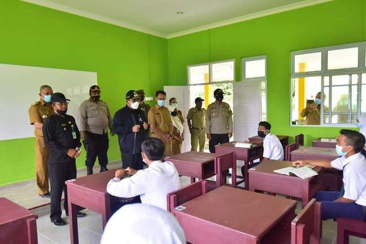 Sekolah di Kecamatan Kundur Utara, Kabupaten Karimun, Provinsi Kepulauan Riau (Kepri) kembali melakukan pembelajaran secara daring pasca ditemukan adanya kasus baru penyebaran Covid-19 di wilayah tersebut.