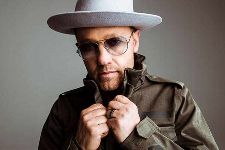 Penyanyi sekaligus rapper, TobyMac.