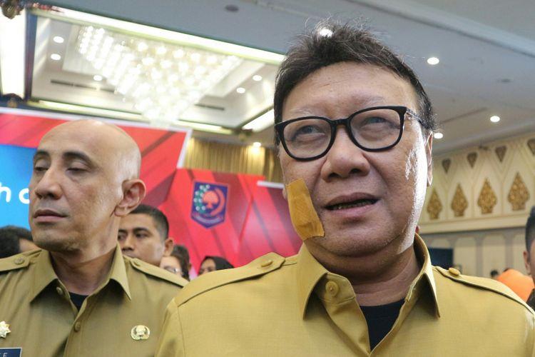 Menteri Dalam Negeri, Tjahjo Kumolo usai hadir dalam rapat koordinasi persiapan pelaksanaan Pilkada serentak 2018 di Hotel Kartika Chandra, Jakarta, Senin (23/10/2017).