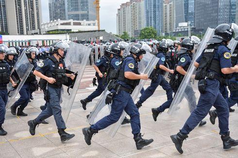 Unjuk Kekuatan, 12.000 Polisi China Ikuti Latihan Anti-Huru Hara di Perbatasan Hong Kong
