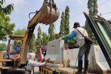 Jelang PSBB di Tegal, Akses Masuk dari Jalan Nasional Dipasang Barikade Beton