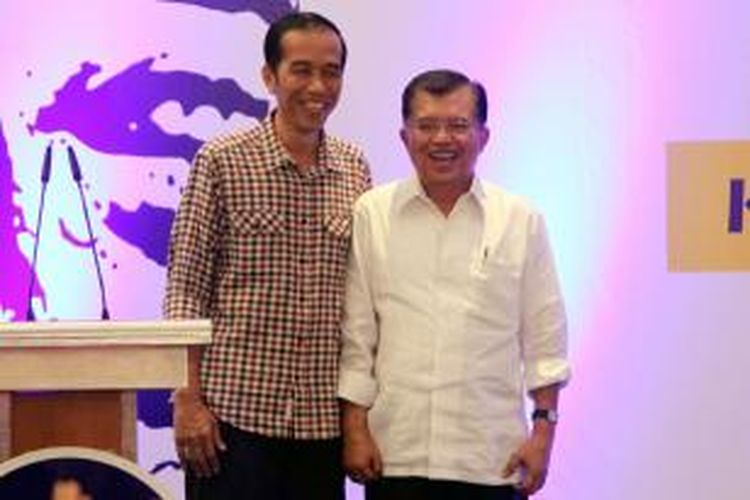 Pasangan capres dan cawapres Joko Widodo (kiri) dan Jusuf Kalla berbicara di hadapan kader Nasdem dan ketua partai pendukung pada acara Rakernas II Partai Nasdem di Jakarta Utara, Selasa (27/5/2014). Rakernas ini untuk kesiapan pemenangan pilres Juli mendatang.