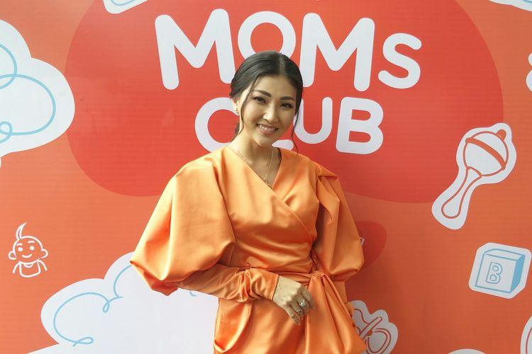 Penyanyi Sarwendah Tan dalam peluncuran Shopee Moms Club di Hotel Atlet Century, Jakarta, Jumat (21/2/2019).