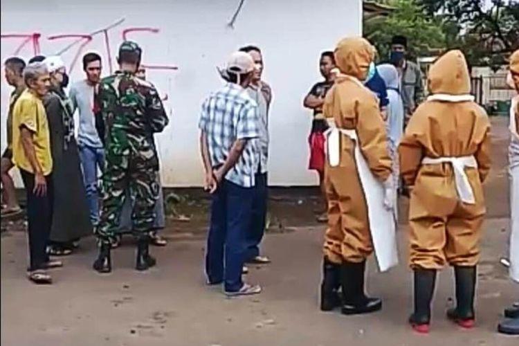 Warga di Kabupaten Cianjur, Jawa Barat, menolak pemakaman seorang jenazah dari PDP Corona-19