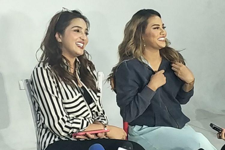 Aurel Hermansyah dan ibunya, Ashanty, di sela shooting video musik singel terbaru Aurel di Studio Foto 7 Grande, Jakarta Barat, Kamis (25/10/2018).
