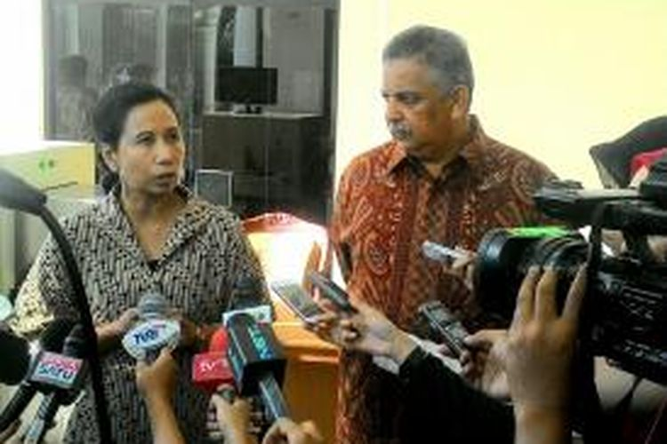 Menteri BUMN Rini Soemarno bersama Dirut PLN Sofyan Basir di kantor Wakil presiden, Kamis (7/1/2016).